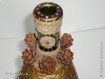 На этой бутылочке я экспериментировала. Первый  декупаж, первый яичный кракелюр, первый точечный декор. фото 11