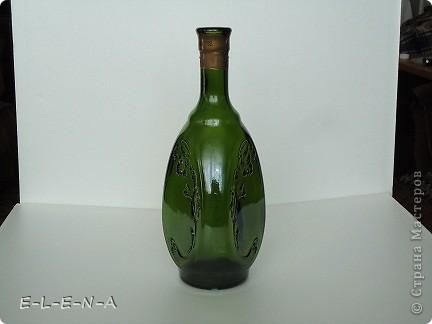 На этой бутылочке я экспериментировала. Первый  декупаж, первый яичный кракелюр, первый точечный декор. фото 5