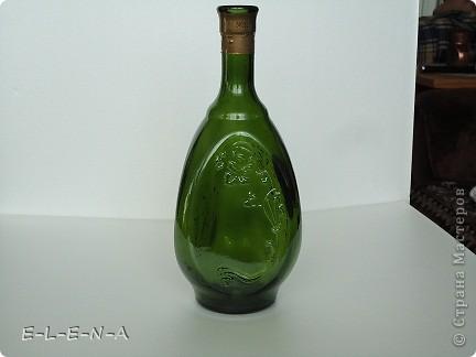 На этой бутылочке я экспериментировала. Первый  декупаж, первый яичный кракелюр, первый точечный декор. фото 4