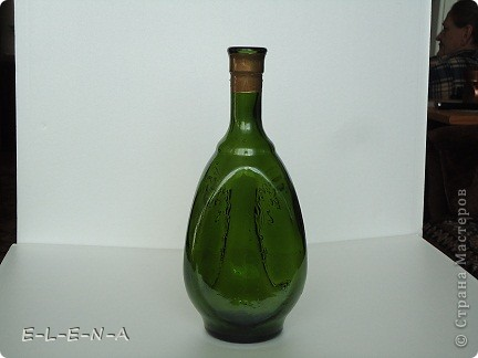 На этой бутылочке я экспериментировала. Первый  декупаж, первый яичный кракелюр, первый точечный декор. фото 3
