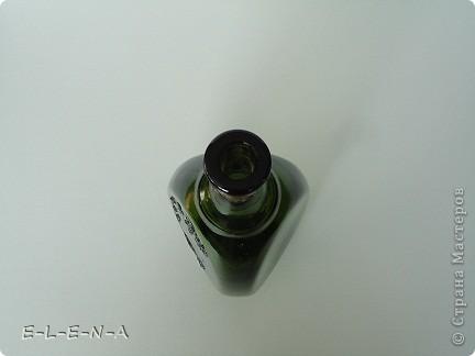 На этой бутылочке я экспериментировала. Первый  декупаж, первый яичный кракелюр, первый точечный декор. фото 6