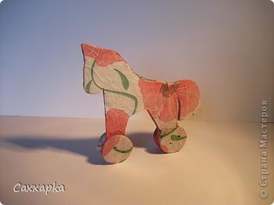 Ну, вот. Сегодня я пришла к вам со своей  лошадкой. Увидела я её у Ольги (OLGA15). Мне она так понравилась, что почти сразу приступила к её созданию.  Вон она красавица маковка.  фото 1
