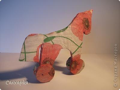 Ну, вот. Сегодня я пришла к вам со своей  лошадкой. Увидела я её у Ольги (OLGA15). Мне она так понравилась, что почти сразу приступила к её созданию.  Вон она красавица маковка.  фото 2