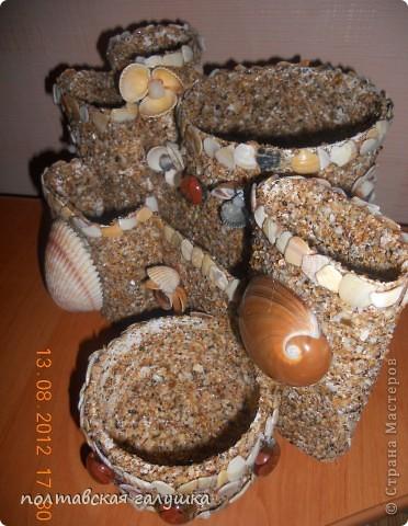 Использовала битую маленькую(почти песок) и большую ракушку с Феодосии, а так же цветочки из ракушек, привезенных невесткой с Арбатской стрелки. фото 3