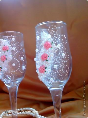 Представляю мои первые свадебные бокалы, делала на свадьбу подруги. Напишите, пожалуйста всю правду, выдержу самую жесткую критику)))) фото 3