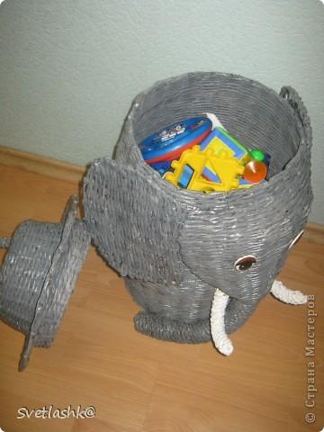 Вчера у младшего был день рождения, я решила, что покупать подарки не буду, а сделаю сама. Игрушек и так много, а складывать их негде. Так что корзины для игрушек - самый нужный подарок. фото 3