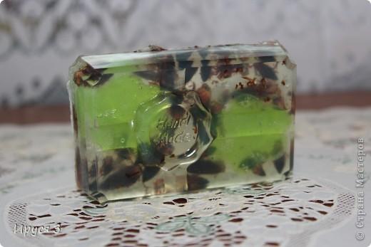 Мыльце сварила из основы , добавила хлопковое масло и ментол -))) фото 2
