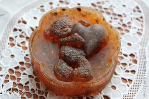 Мыльце сварила из основы , добавила хлопковое масло и ментол -))) фото 7