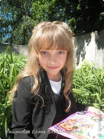 Это моя старшая доця.На выпускной в 4-ом классе я делала ей такую причёску. фото 1