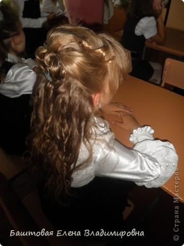 Это моя старшая доця.На выпускной в 4-ом классе я делала ей такую причёску. фото 4