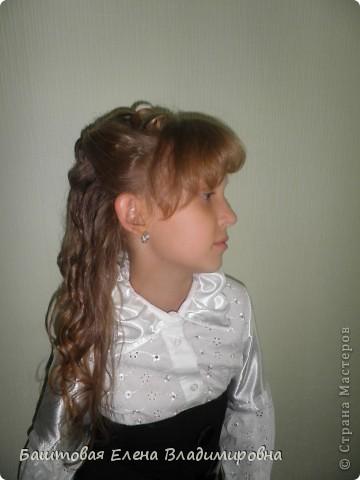 Это моя старшая доця.На выпускной в 4-ом классе я делала ей такую причёску. фото 5