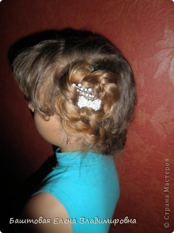 Это моя старшая доця.На выпускной в 4-ом классе я делала ей такую причёску. фото 7