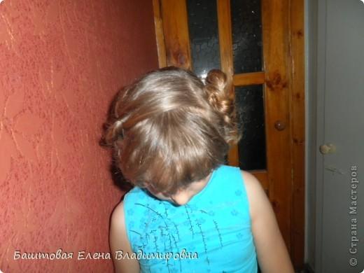 Это моя старшая доця.На выпускной в 4-ом классе я делала ей такую причёску. фото 6