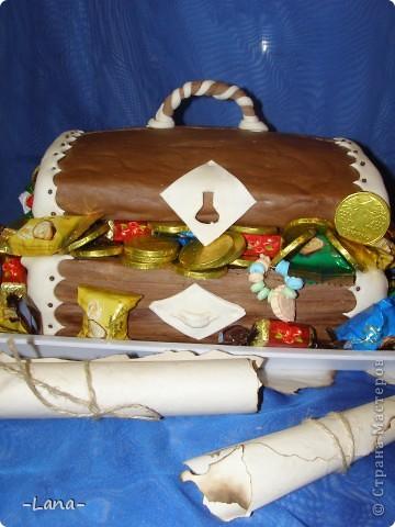 Так как День рождения сынули я решила провести в  пиратском стиле,то и торт был соответствующим Сундук с сокровищами старого пирата и древнее послание для юных пиратов фото 2