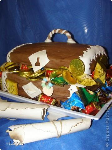 Так как День рождения сынули я решила провести в  пиратском стиле,то и торт был соответствующим Сундук с сокровищами старого пирата и древнее послание для юных пиратов фото 1