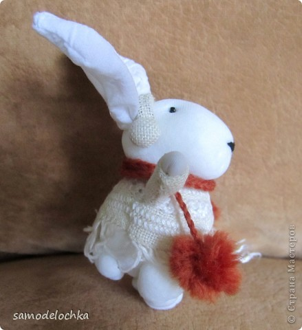 У кого-то еще лето и солнышко... а северные кролики уже идут через суровые снега, чтобы успеть до прихода Нового года... Даже елку несут, куда ж без нее! фото 4