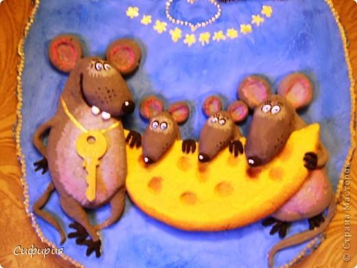 День добрый!!!Хочу вам показать котейку с мышатами, на эту работу вдохновили замечательные рисунки художника Льва Бартенева. Сегодня я дорвалась до фоток и загрузила целую кучу одним махом! Ура...ура..ура! Так что тапками чур не бросаться...оцените мои труды загрузки фоток и досмотрите до конца! ))))) фото 3