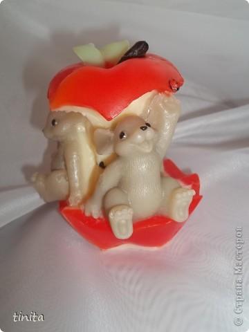 """""""мышки на яблоке"""" (аромат зеленое яблоко) В заливке форма довольно непростая, есть еще над чем поработать..."""