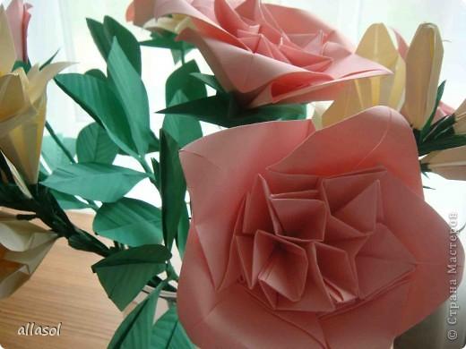 Подготовка к выставке цветов продолжается. Каскадный букет фото 14