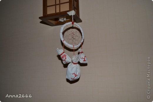 Мой первый ловец снов. Сделано в славянском стиле, как оберег.  За основу взята берёзовая веточка, в мешочках высушенные берёзовые листья. фото 1