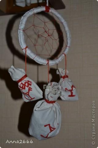 Мой первый ловец снов. Сделано в славянском стиле, как оберег.  За основу взята берёзовая веточка, в мешочках высушенные берёзовые листья. фото 2