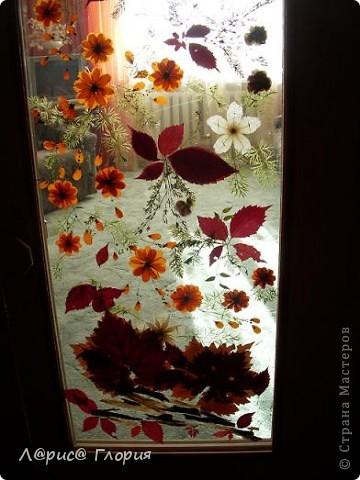 Витраж из листьев и цветов. фото 3