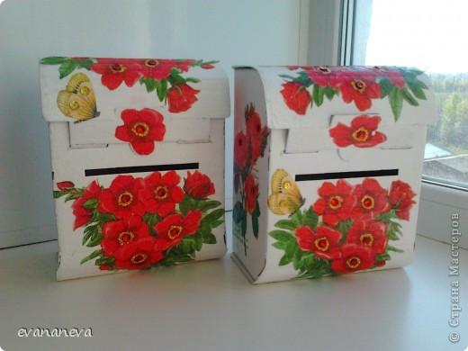 На работу понадобились ящички для анкет. Новогодние подарки детям давали в коробочках в форме почтовых ящиков. Вот у меня и родилась идея оформить эти коробочки. фото 1