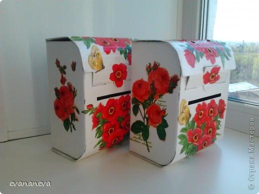 На работу понадобились ящички для анкет. Новогодние подарки детям давали в коробочках в форме почтовых ящиков. Вот у меня и родилась идея оформить эти коробочки. фото 2