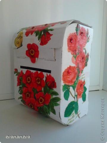 На работу понадобились ящички для анкет. Новогодние подарки детям давали в коробочках в форме почтовых ящиков. Вот у меня и родилась идея оформить эти коробочки. фото 3