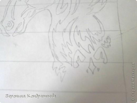 Я очень люблю волков и лошадей, а такие рисунки просто обажаю, вот решила нарисовать такую татуировку поэтапно. Приступим? Берем листок бумаги и рисуем на нем прямоугольник размером 24,5х15,5 см. Делим этот прямоугольник на горизонтальные полоски. расстояние между каждой полоской разное. 1 полоска- 3,2 см. 2 полоска- 3,6 см. 3 полоска- 3,6 см. 4 полоска- 3,3 см. 5 полоска.- 3,3 см. 6 плооска-2,7 см. 7 полоска- 4, 5 см. Нарисовали? Давайте двигаться дальше. фото 8