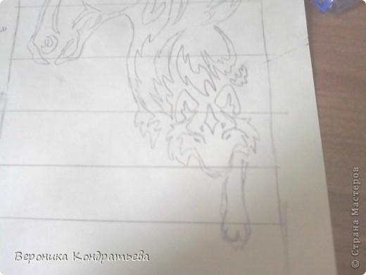 Я очень люблю волков и лошадей, а такие рисунки просто обажаю, вот решила нарисовать такую татуировку поэтапно. Приступим? Берем листок бумаги и рисуем на нем прямоугольник размером 24,5х15,5 см. Делим этот прямоугольник на горизонтальные полоски. расстояние между каждой полоской разное. 1 полоска- 3,2 см. 2 полоска- 3,6 см. 3 полоска- 3,6 см. 4 полоска- 3,3 см. 5 полоска.- 3,3 см. 6 плооска-2,7 см. 7 полоска- 4, 5 см. Нарисовали? Давайте двигаться дальше. фото 9