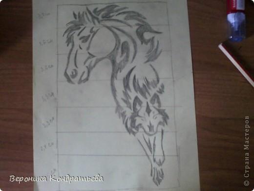Я очень люблю волков и лошадей, а такие рисунки просто обажаю, вот решила нарисовать такую татуировку поэтапно. Приступим? Берем листок бумаги и рисуем на нем прямоугольник размером 24,5х15,5 см. Делим этот прямоугольник на горизонтальные полоски. расстояние между каждой полоской разное. 1 полоска- 3,2 см. 2 полоска- 3,6 см. 3 полоска- 3,6 см. 4 полоска- 3,3 см. 5 полоска.- 3,3 см. 6 плооска-2,7 см. 7 полоска- 4, 5 см. Нарисовали? Давайте двигаться дальше. фото 12