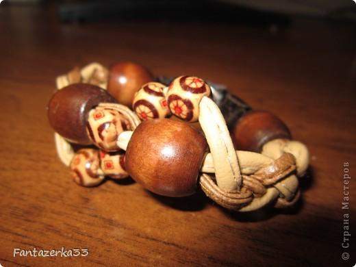Браслет из кожанных шнурков фото 1