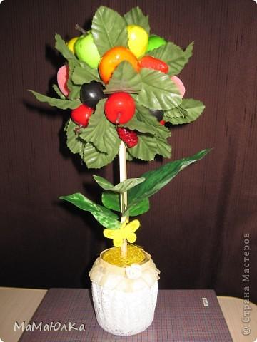 Дорогие друзья, рада приветствовать вас! Сегодня фруктовый топиарий. Сделала его в подарок маме на новоселье. Надеюсь, что он ей понравится и будет ярким акцентом на ее новой кухне.  фото 1