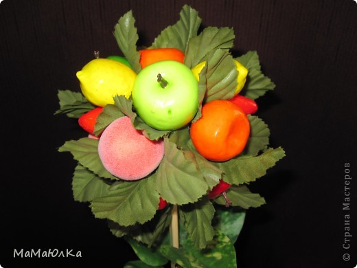 Дорогие друзья, рада приветствовать вас! Сегодня фруктовый топиарий. Сделала его в подарок маме на новоселье. Надеюсь, что он ей понравится и будет ярким акцентом на ее новой кухне.  фото 7