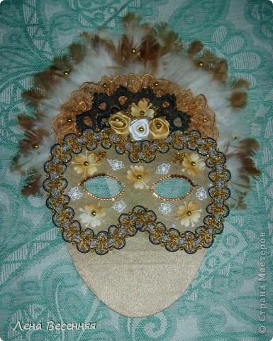 Здравствуйте, дорогие жители СМ!!! Подруга попросила меня сделать ей маску на стену к Дню рождения. Вот такая маска у меня получилась.  Конечно, объёмная маска была бы лучше, но я совершенно не дружу с папье-маше.  Хочется услышать ваше мнение о маске.  фото 4