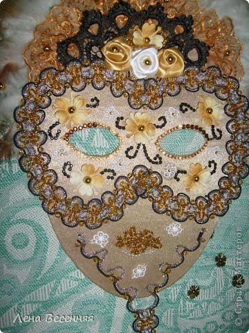 Здравствуйте, дорогие жители СМ!!! Подруга попросила меня сделать ей маску на стену к Дню рождения. Вот такая маска у меня получилась.  Конечно, объёмная маска была бы лучше, но я совершенно не дружу с папье-маше.  Хочется услышать ваше мнение о маске.  фото 5