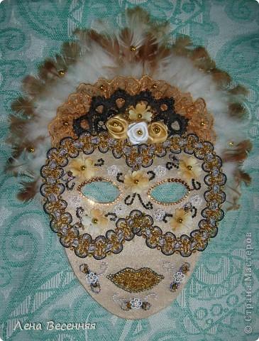 Здравствуйте, дорогие жители СМ!!! Подруга попросила меня сделать ей маску на стену к Дню рождения. Вот такая маска у меня получилась.  Конечно, объёмная маска была бы лучше, но я совершенно не дружу с папье-маше.  Хочется услышать ваше мнение о маске.  фото 6