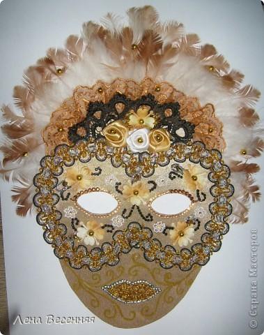 Здравствуйте, дорогие жители СМ!!! Подруга попросила меня сделать ей маску на стену к Дню рождения. Вот такая маска у меня получилась.  Конечно, объёмная маска была бы лучше, но я совершенно не дружу с папье-маше.  Хочется услышать ваше мнение о маске.  фото 1