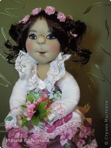 моя принцесса. Перед тем как взяться за эту работу, перерыла инет и нашла много принцесс, но почти все куклы Тильды. Так  как  я Тильд не очень люблю, решила сделать  куклу просто из капрона. По моему получилось очень даже миленько. фото 4