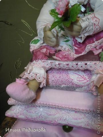 моя принцесса. Перед тем как взяться за эту работу, перерыла инет и нашла много принцесс, но почти все куклы Тильды. Так  как  я Тильд не очень люблю, решила сделать  куклу просто из капрона. По моему получилось очень даже миленько. фото 3