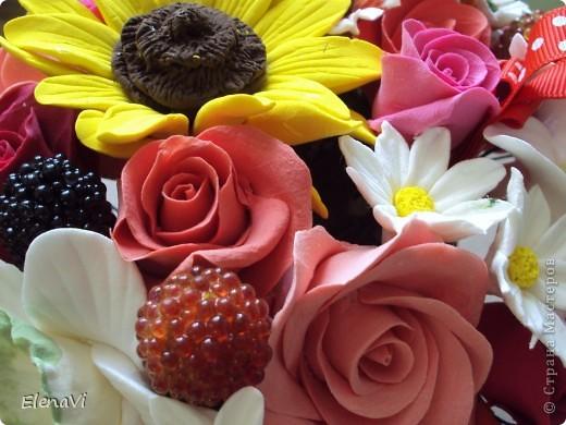 ягодки стекляшечки... листики не стала лепить, разбавила ягодками и ленточкой. фото 1