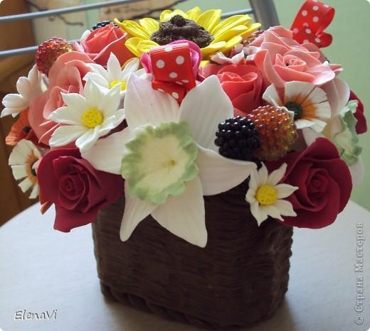ягодки стекляшечки... листики не стала лепить, разбавила ягодками и ленточкой. фото 2