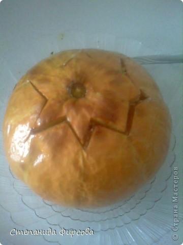 Вот ещё одно моё увлечение, я очень люблю готовить!!! Тем более сейчас начался сезон тыквы(я её очень люблю). Берем не большую тыковку, отрезаем верх, убираем внутренности и начинаем накладывать, лук морковь обжаренную-картошку сырую (кубиками нарезанную)-мясо обжаренное (кубиками),(мясо можно любое)-лук с морковкой, картошка, всё заливаю сметаной перемешанной с солью и приправой хнели-сунели (приправы по вкусу), в разогретую духовку при с 180 на 1ч 40мин. Вкуснятина.... фото 1