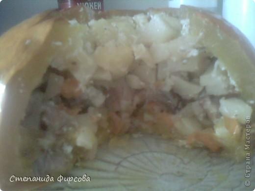 Вот ещё одно моё увлечение, я очень люблю готовить!!! Тем более сейчас начался сезон тыквы(я её очень люблю). Берем не большую тыковку, отрезаем верх, убираем внутренности и начинаем накладывать, лук морковь обжаренную-картошку сырую (кубиками нарезанную)-мясо обжаренное (кубиками),(мясо можно любое)-лук с морковкой, картошка, всё заливаю сметаной перемешанной с солью и приправой хнели-сунели (приправы по вкусу), в разогретую духовку при с 180 на 1ч 40мин. Вкуснятина.... фото 3