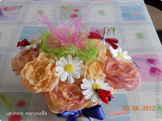 доброго времени суток дорогие мастерицы!!! поступил мне заказ на корзинки с цветами!!! пришлось пока отложить бокальчики!!! (позже выложу фото и все расскажу). я долго думала какие цвета  и цветы необходимо использовать!! потому что поплосили нежность!!! надеюсь получмлось!!!??? фото 3