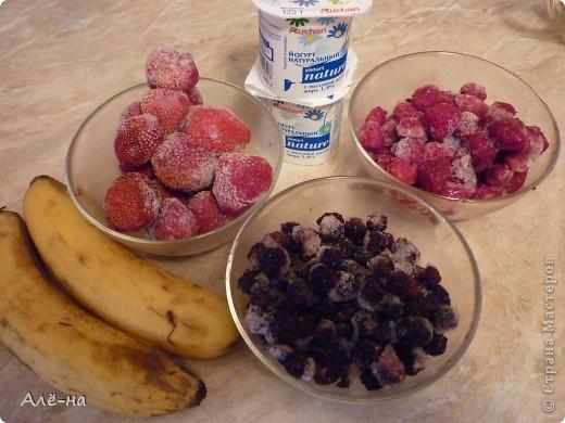 Сам рецепт для меня известен давно....но вот как вариант в виде торта я нашла в журнале Джейми Оливера. Доверяю ему как себе, поэтому была уверена что получится отлично))). Результат не разочаровал! В торте нет ничего искусственного - только ягоды. Подойдут любые фрукты или ягоды. фото 2