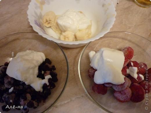 Сам рецепт для меня известен давно....но вот как вариант в виде торта я нашла в журнале Джейми Оливера. Доверяю ему как себе, поэтому была уверена что получится отлично))). Результат не разочаровал! В торте нет ничего искусственного - только ягоды. Подойдут любые фрукты или ягоды. фото 6