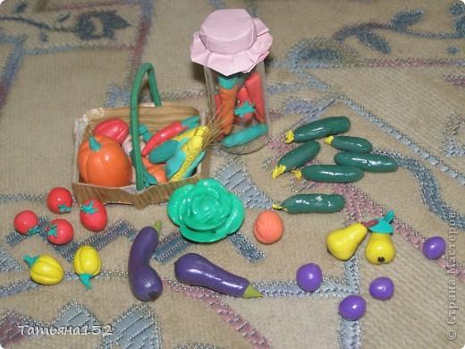 """За что я люблю игровые кукольные домики - это за то, что жизнь в них идет своим чередом, особенно когда играешь вдовоем с дочкой. Многочисленные кошки-собаки разбредаются по комнатам, малышня в детской устраивает беспорядок, игрушки кукольные нахотятся в разных, порой неожиданных местах. А еще в игровых домиках можно сколько угодно переставлять мебель без использования """"рабочей силы"""" и делать ремонт без затрат! Мы тут с Инной немножко поиграли... фото 8"""