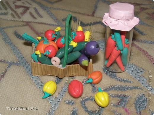 """За что я люблю игровые кукольные домики - это за то, что жизнь в них идет своим чередом, особенно когда играешь вдовоем с дочкой. Многочисленные кошки-собаки разбредаются по комнатам, малышня в детской устраивает беспорядок, игрушки кукольные нахотятся в разных, порой неожиданных местах. А еще в игровых домиках можно сколько угодно переставлять мебель без использования """"рабочей силы"""" и делать ремонт без затрат! Мы тут с Инной немножко поиграли... фото 9"""